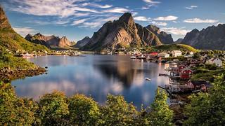 Norway - Reine - Lake-Sunset-Mountains