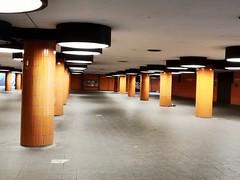 ICC-Unterführung (Berliner1963) Tags: deutschland germany berlin charlottenburg architektur architecture modernarchitecture modernearchitektur unterführung 1970er icc internationalescongresscentrum underpass strasenfotografie streetphotography tunnel tunneldesgrauens stadt citywest lampen lamps
