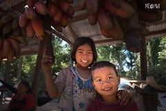 Cambogia - Sorridere alla vita (iw2ijz) Tags: portrait ritratto commercio reflex nikon d500 fotografare street cambogiacambodia bancarelle children kids child