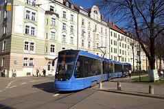 Avenio-Vierteiler 2502 am Bordeauxplatz (Frederik Buchleitner) Tags: 2502 avenio baustellenlinie ersatztram linie31 munich münchen siemens strasenbahn streetcar twagen t4 tram trambahn