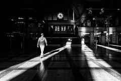 03:22 (moltofredo) Tags: bw black white sw schwarz weiss noireblanc monochrome street streetlife streetphotography silhouette human urban perspektive perspective