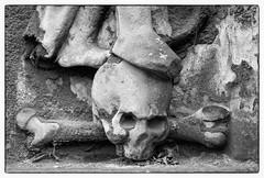 (Andy Millican) Tags: skull skullandcrossbones cemetery death grave graveyard