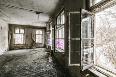 20/30 2018/01 (halagabor) Tags: urban urbex urbanexploration urbanexploring urbexphotography urbexphotos abandoned abandonment decay derelict devastation nikon d610 lost lostplaces forgotten old window windows room building architect architecture