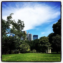 Looking at the city (Hecuba's Story) Tags: 2019pad fitzroygardens
