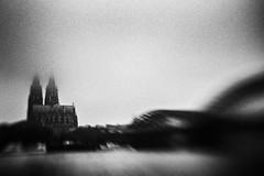 3374 (Elke Kulhawy) Tags: colgne köln kölnerdom nebel fog city stadt lensbaby lensbabycomposer rhein river grain korn monochrome bnw bw bwphotographie bnwbw blackandwhite art abstract unscharf kunst surreal surrealismus
