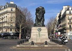 PA_075 Reactivated space invader on lion sculpture in Paris 14th (Sokleine) Tags: spaceinvader invader lion streetart street square place sculpture statue artderue urbanart citycentre arturbain tiles paris 75014 france
