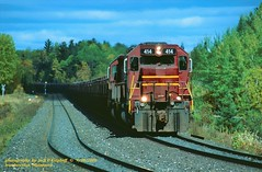 DM&IR 414-412, Iron Jct, MN. 9-30-2006 (jackdk) Tags: train railroad railway locomotive emd emdsd40 emdsd402 emdsd403 sd40 sd402 sd403 sd40t2 tunnelmotor standardcab fallenflag dmir missabe duluhmissabeandironrange ore oretrain orejenny taconite ironjuction