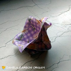 """""""Fiore""""  Carta da origami decorata con motivi anni '60, lato 15cm. Base: piegatura froebeliana. Modello creato adesso. È un fiore semplice, potrebbe essere già stato scoperto da altri autori. --------------------------------------------- """"Flower""""  Kami de (Nocciola_) Tags: froebelianfolding fiore flower paperart cartapiegata createdandfolded papiroflexia paperfolding originaldesign danielacarboniorigami paper origami"""