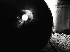 Tunnel (VauGio) Tags: tunnel huawei p10 leica leicalens tubo pipe bianconero bianco nero blackandwhite black blackwhite white