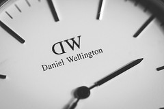 70/365 - Daniel Wellington (Forty-9) Tags: canon eos60d eflens ef100mmf28lmacroisusm lightroom studio tomoskay forty9 project365 365 2019 3652019 project3652019 day70 70365 march 11032019 11thmarch2019 photoaday monday macromondays danielwellington danielwellingtonwatches watch wristwatch blackandwhite bw timepieces macro