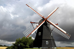 Stronger than the storm (Domikawa4) Tags: moulin vent mill mølle danemark mühlen moulins vento old molinos denmark storm windmill windmolen mulini windmolens windmills wind ailes wings