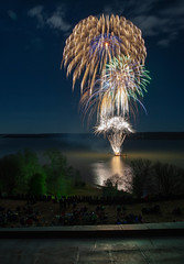Cascade of Fireworks (Rob Shenk) Tags: christmas fireworks mountvernon illuminations potomac mt vernon alexandria virginia events