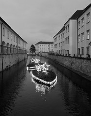 HARBOUR OF EMOTIONS (LitterART) Tags: kremsmünster schiff schiffe ship ships kanal canale wasser water monastery abbey weihnachten hafen harbour sterne stars