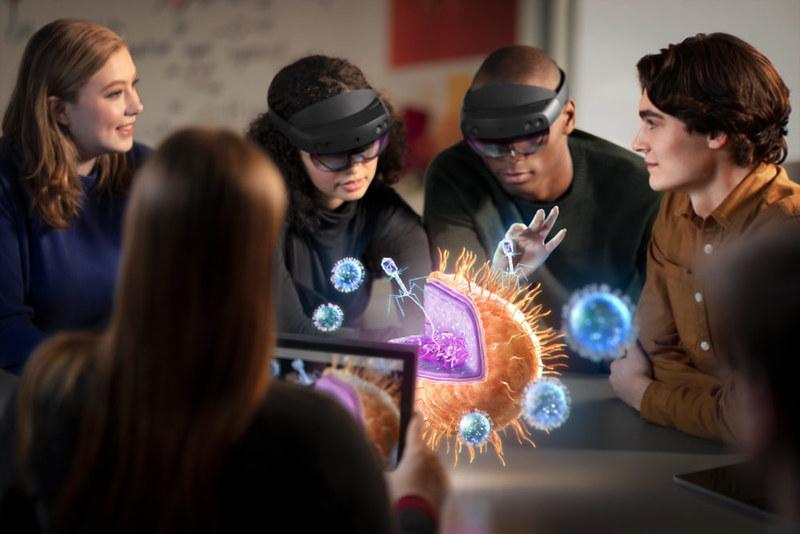 HoloLens2_Education2-1000x667