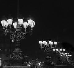 El corazón del ángel (*Nenuco) Tags: luces luz farolas white black bw blancoynegro angelcustodi bridge puente pont valencia nikkor d5300 nikon 18105 jesúsmr absoluteblackandwhite