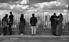 Las vistas (Rabadán Fotho) Tags: fotografia foto street blancoynegro bn blackandwhite calle gente city ciudad monocrómo monocromo monocromatico bw