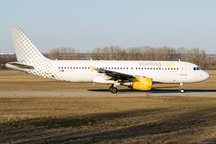 EC-JTQ (Andras Regos) Tags: aviation aircraft plane fly airport bud lhbp landing spotter spotting vueling airbus a320