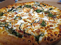 Chicken Spinach Pizza. (dccradio) Tags: lumberton nc northcarolina robesoncounty indoor inside indoors winter january sunday afternoon sundayafternoon goodafternoon crust pizza pizzapie pie chicken spinach meat veggie vegetable cheese meltedcheese dominos pizzabox cardboard food eat meal snack lunch supper dinner canon powershot elph 520hs welovepizza flickrfriday