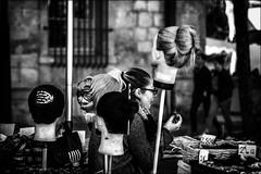 Vrais, Faux, et Vrais-faux.... / True, False or False and real... (vedebe) Tags: ville city street rue urbain urban marché humain human noiretblanc netb nb bw monochrome