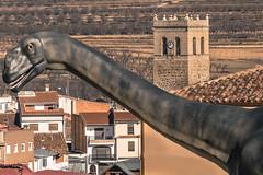 El Mundo Perdido (*Nenuco) Tags: losillasaurus losilla arasdelosolmos valència españa spain tower torre dinosaurio nikon d5300 nikkor 18105 jesúsmr