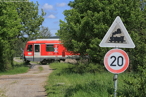 "Nebenbahn pur • <a style=""font-size:0.8em;"" href=""http://www.flickr.com/photos/143723418@N05/46922835222/"" target=""_blank"">View on Flickr</a>"