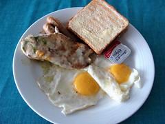 Dos Huevos (knightbefore_99) Tags: mexico mexican oaxaca desayuno breakfast art food huatulco tasty best delicious bread toast pan bimbo chicken sausage egg dos two pair