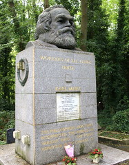 Un-damaged Karl Marx's memorial in north London (Tony Worrall) Tags: london city highgate marx karlmarx sculpture statue update place location uk england visit area attraction open stream tour country item greatbritain britain english british gb capture buy stock sell sale outside outdoors caught photo shoot shot picture captured ilobsterit instragram highgatecemetery east south southeast grave tomb gravestone head memorial graveyard germanphilosopher economist historian sociologist politicaltheorist socialistrevolutionary cemetery karlmarxgravetone