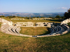 Teatro Sannitico (El Alcalde de l'Antartida) Tags: molise italia pietrabbondante italy antico antichita rovine ruderi storico teatro sannitico sanniti sannio campagna paesaggio turismo sito turistico orizzonte montagne cielo pietra muratura mura architettura old historic ancient antiquity theater theatre samnite landscape horizon hills mountains sky clouds stones walls architecture tourism site tourist fondamenta foundations park parco archeologico archeologia panorama valle vallata bagnolideltrigno 230countriesmolise