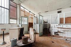 (franconiangirl) Tags: küche kitchen verlassen speisesaal abandoned abandoneé verlaten urbex ue urbanexploring urbanwandering curtain vorhang pattern ehemalig