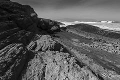 Marea baja (B. Llueca) Tags: marea liencres mar agua costa rocas blancoynegro