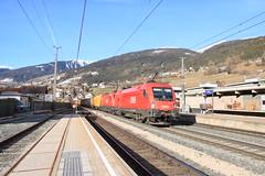 OBB 1116 276 met onbekende soortgenoot door Matrei am Brenner (vos.nathan) Tags: taurus obb österreichische bundesbahnen matrei am brenner 1116 276