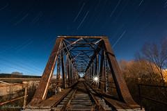 Caminos de hierro (Roberto_48) Tags: ngc noche night nocturna via abandonada puente hierro acero tren larga exposicion luna luz