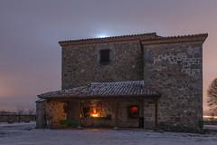 A la luz de la luna. (Amparo Hervella) Tags: ermita comunidaddemadrid paisaje cielo nube luna noche nocturna nieve largaexposición d7000 nikon nikond7000
