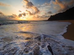 IMG_6711 ~ menjejak mentari pagi dungun (alongbc) Tags: sunrise coast morning seascape shoreline cloud dungun telukbidarabeach pantaitelukbidara terengganu malaysia travel place trip canon eos700d canoneos700d canonlens 10mm18mm wideangle