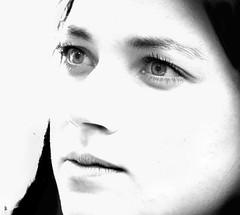 _DSC0767 -Portrait (Le To) Tags: nikond5000 noiretblanc nerosubianco bw monochrome visage face femme portrait ritratto