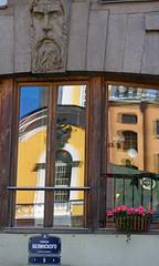 Ulitsa Belinskogo 5 (Francoise100) Tags: russia saintpetersburg window reflections street stadt face stonework facade church details decorative strasse rue spiegelungen colourful farben
