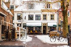 Winter in Amersfoort - Long John's Pub & Hotel Lieve Vrouwekerkhof (jan.vd.wolf) Tags: amersfoort utrecht nederland nl longjohn winter lievevrouwekerkhof sneeuw snow centrum pub hotel netherlands holland
