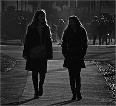 Twi-Light (Hindrik S) Tags: silhouette girls ladies people light ljocht backlight zwartwit zwart wit blackandwhite blackwhite bw swartwyt paad path pfad pad wenen vienna wien ostereich austria streetphoto strjitfotografy strasenfotografie streetphotography street strase strjitte straat hofburg sonyphotographing sony dschx90v 2019