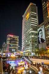 Seoul Lantern Festival 2018 along the Cheonggyecheon Stream (patuffel) Tags: lantern festival 2018 cheonggyecheon stream seoul city river leica 28mm summicron south korea light dream duty free beyond limits flowing 20