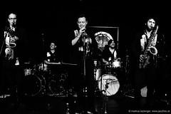 Shake Stew - Rise and Rise Again (jazzfoto.at) Tags: sonya77m2 alpha77ii sonyalpha sonyalpha77ii sw bw schwarzweiss blackandwhite blackwhite noirblanc bianconero biancoenero blancoynegro zwartwit pretoebranco jazzit2018 greatjazzvenue greatjazzvenue2018 downbeatgreatjazzvenue salzburg salisburgo salzbourg salzburgo austria autriche jazzsalzburg jazzitmusikclubsalzburg jazzitmusikclub jazzclubsalzburg jazzkellersalzburg jazzclub jazzkeller wwwjazzfotoat jazzfoto jazzfotos jazzphotos markuslackinger jazzlive livejazz konzertfoto concertphoto liveinconcert blitzlos ohneblitz noflash withoutflash concert konzert concerto