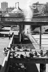 la Géode (Rudy Pilarski) Tags: la géode nikon nb bw bâtiment building monochrome paris perspective personne people pont bridge france francia city capitale urbain urban urbano structure street structural europe europa eau