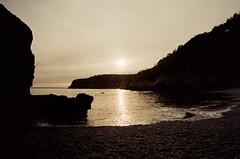 Coucher de soleil (leniners) Tags: 2018 france saint hernot sainthernot presquile crozon presquiledecrozon bretagne brittany beach plage finistere silbersalz35 leica m6 leicam6