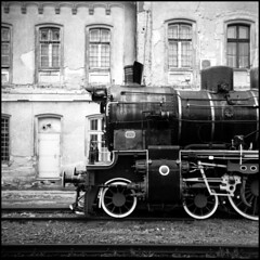 416 Tmax100old 08 (rubbernglue) Tags: yashicamat 2018 train 6x6 tmax expired hc110 oradea filmphotography bw blackandwhite bwfp analog analogexif