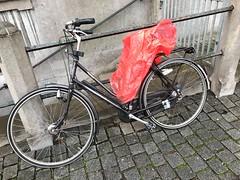 IMG_0130 (De avonturen van de Argusvlinder) Tags: gevonden gevondenvoorwerp lostfound cingelstraat breda fiets bakfiets