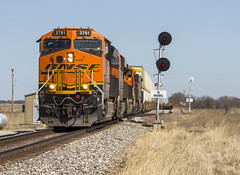 BNSF 3781 - Anabel, Missouri (backlitkid) Tags: et44c4 bnsf3871 uss trains signals freight intermodal bnsf railroading railfanning detour