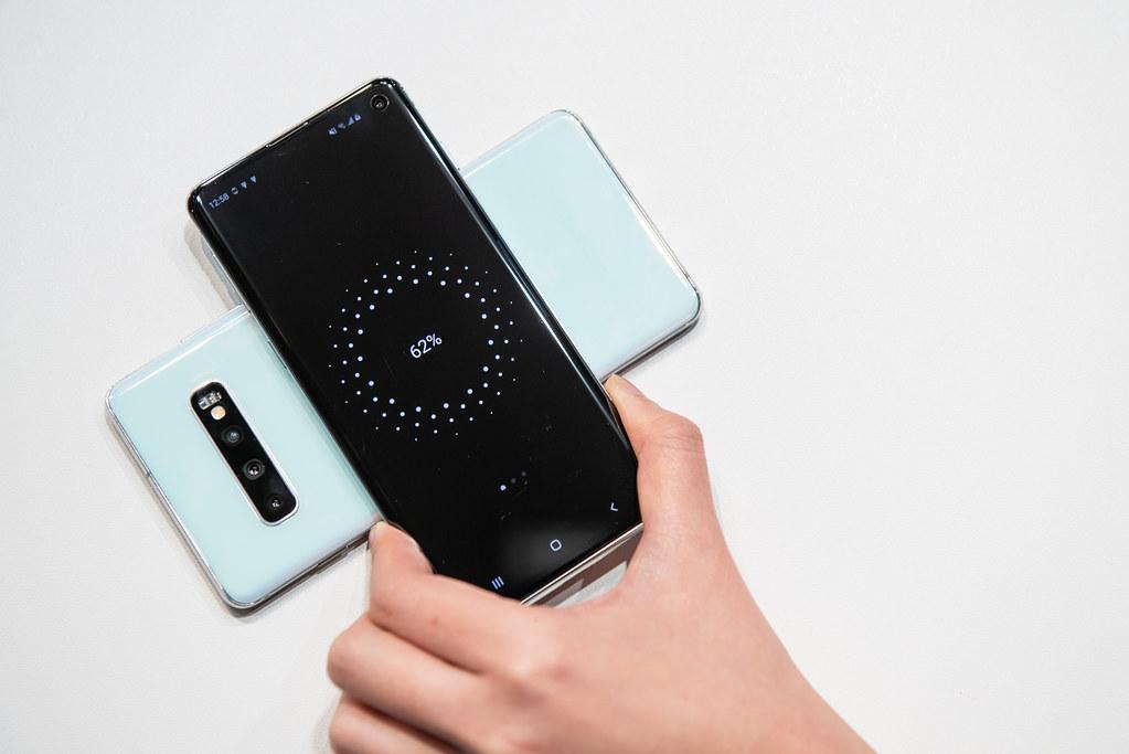 Galaxy S10系列支援可應急充電的『無線電力分享』