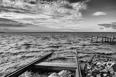 Am Meer (gernot.glaeser) Tags: autumnfall blackandwhite clouds fineart landscape leadinglines monochrome nature seasons sky blackwhite deu lowersaxony monochromeworld nikon niedersachsen naturallight water