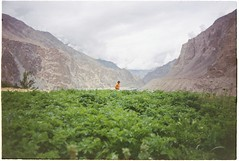 (grousespouse) Tags: ladakh 35mm analog film nikonf3 nikonseriese 28mm f28 analogue wideangle vision2 vision50d landscape rocks mountains sky argentique cinematic cinema filmphotography colorfilm colourfilm travel scanned croplab grousespouse 2018 turtuk shyok valley himalayas