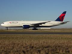 N863DA, Boeing 777-232(ER), 29735 / 245, Delta Air Lines, fleet # 7004, CDG/LFPG 2019-02-15, taxiway Bravo-Loop. (alaindurandpatrick) Tags: 29735245 n863da 777 772 777200 boeing boeing777 boeing777200 jetliners airliners dl dal delta deltaairlines airlines cdg lfpg parisroissycdg airports aviationphotography