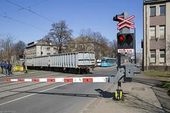 Pozor vlak (Tim Boric) Tags: ostrava vítkovice ruská overweg levelcrossing tram tramway streetcar strassenbahn tramvaj pragoimex variolf2 1401 dpo
